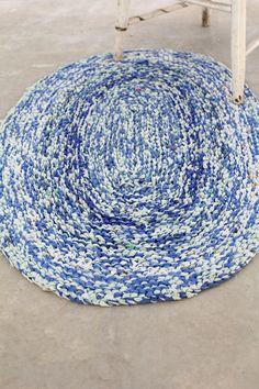 vintage rug / round rag rug / blue oval floor mat von 86home