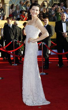 Julianna Margulies, nominada por su papel en The Good Wife, destacó en la alfombra roja con este vestido de Calvin Klein.