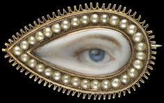 Gold teardrop-shaped brooched, ca. 1790. Collection of Dr. and Mrs. David Skier. #lookoflove #eyeminiatures #loverseye