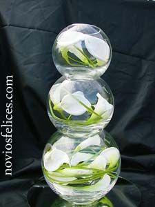 Centros de mesa para bodas originales, con peceras de cristal, flores y velas podéis crear originales centros de mesa para vuestra boda