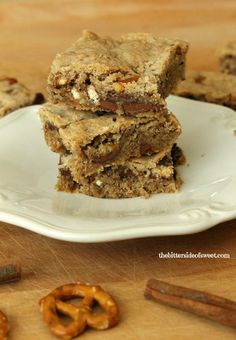 Sweet and salty are always a perfect combination! These Cinnamon Chocolate Pretzel Blondies have all of that wrapped up into one bar!