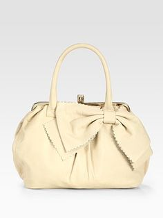 I don't usually like white bags, but I like this one