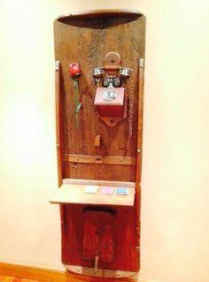 Precioso #mueble para el #hall de casa #reutilizando puerta y #teléfono  #DIY #ecología #reducir #reciclar vía @eitbcom