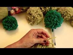 How to: Make Pompoms - YouTube