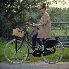 Cycle Chic #cyclechic #bike #bicicleta #streetchic #streetstyle #fashion #look #looks #moda #style