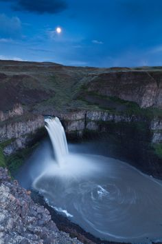 Palouse Falls Moon in #Washington.