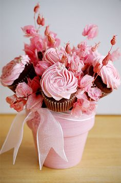 Beautiful Cupcake Bouquet Follow me on Twitter @ThePinnerGirl for sharing passion for cupcakes and more!