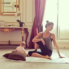 This is just too cute! Gisele Bundchen and her daughter Vivian doing yoga together!