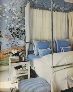 A stunning and rarely-seen shot of Oscar and Francoise's De La Renta's bedroom. Powder blue, Chinoiserie, and greek key - an absolute dream. Fancy while still being comfortable and un-fussy.