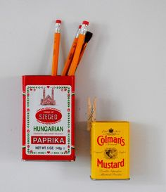 Maak zelf deze leuke magnetische pennenhouders craft, refrigerator magnets, vintage tins, offic, spice, box, kitchen, storage ideas, pencil holders