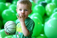 kids birthday idea - balloon pit!