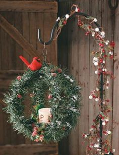 Here's a contemporary take on a holiday decorating staple - the Christmas wreath.