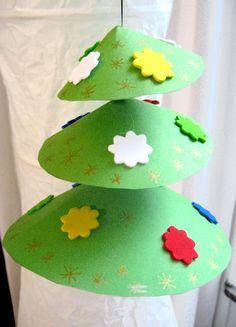 ¡Qué lindo este arbolito que se mueve con la brisa! | sapin.jpg kerstmis knutselen, christmas crafts, navidad, nadal, knutselen kerst, kerstboom knutselen, tree crafts, christma craft, christmas trees