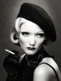 Die deutsch-US-amerikanische Schauspielerin und Sängerin Marlene Dietrich wurde 1901 in Schöneberg als Marie Magdalene Dietrich geboren. Sie starb 1992 in Paris. In den frühen 1930er Jahren gelang ihr der Aufstieg zur international berühmten Künstlerin und sie wurde als erste Deutsche ein Filmstar in Hollywood.