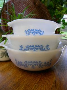"""This is a pic I found of my """"new"""" set of vintage glasbake mixing bowls.  Mine is a set of four."""