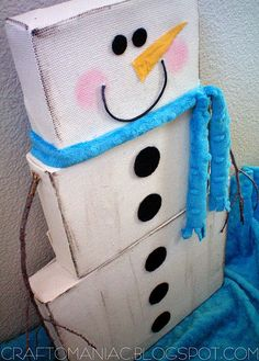 Snowman made from art canvases. How cute ! (with tutorial)(from Craft-O-Maniac)