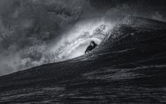 Dramatic Photos of Surfers Carving Waves in Hawaii - My Modern Metropolis