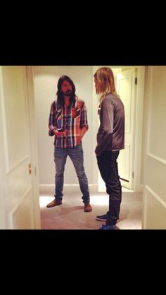 Sept 12 2014 new pic. Dave Grohl and Taylor Hawkins in London hotel.