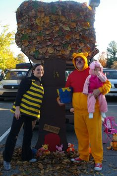 Winnie the Pooh trunk or treat from http://brianandkimgray.blogspot.com/2010/10/trunk-or-treat.html?m=0