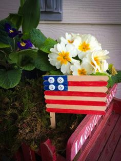 Easy patriotic craft for kids - popsicle stick American flag