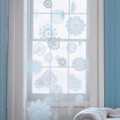 How to stiffen doilies to create snowflake decor.