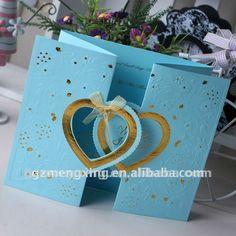 Tarjeta delicada de la invitación de la boda