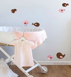 Paredes on pinterest nursery wall decals wall stickers - Muebles para ninas ...