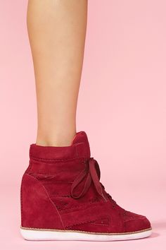 venic wedg, wedge shoes, red shoes, shades of red, heel, sneaker wedges, trending fashion, wedge sneakers, wedg sneaker