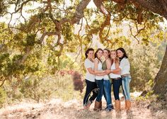 group seniors, this would be so cute to have a picture of me and my best friends as seniors.