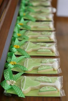 Cookies shaped like margarita glasses and limes. Sweet! party favors, gift bags, cookie packaging, summer cookies, summer parties, cookie gifts, goodie bags, fiesta shower, margarita