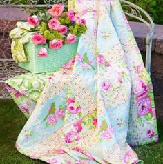 Garden District Picnic Quilt Tutorial by Heather Bailey for FreeSpirit Fabrics #quilting