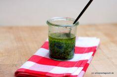 Bärlauch Mandel Pesto  http://schoenertagnoch.blogspot.de/2012/03/nachgekocht-barlauch-mandel-pesto.html