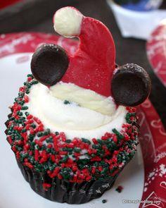 Gingerbread Cupcake at Studio Catering Co. at Hollywood Studios, Disney World, Orlando, Florida #Disney #DisneyWorld #WDW #WaltDisneyWorld #ThemeParkFood #Cupcakes