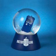 Doctor Who: Snow Globe Mini Tardis in snow