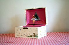 Music/jewelry box with the ballerina