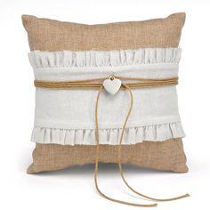 Rustic Romance Ring Bearer Pillow | #exclusivelyweddings | #burlap