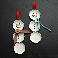 Bottle Cap Snowmen - use soda or beer bottle caps... Love it!!! Cute Christmas craft to do with my sweet girl (= December craft
