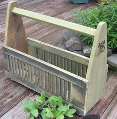 Great idea to turn 2 small shutters into a basket/box