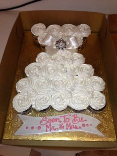 Wedding dress pull-apart cupcakes!