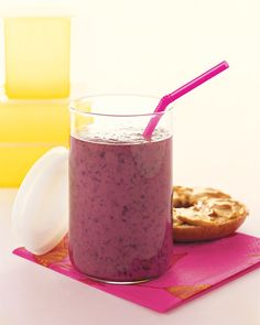 An energy-boosting breakfast smoothie, made with green tea!