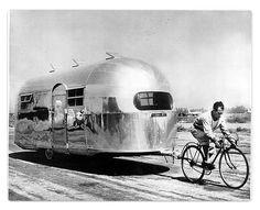 Impressive: pulling an Airstream trailer by bike!