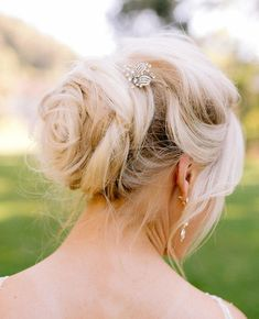 I love this classic updo from Lauren's wedding @ Villa Montalvo.   #updo #weddinghair #hairstyle #bridalhair #sfweddingphotographer #sanfranciscoweddingphotographer #villamontalvoweddings #villamontalvoweddingphotos #weddings # weddingphotos #lightandairyphotos #smpweddings