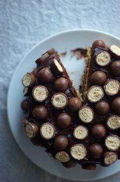 Malteser Layer Cake | via Poires au Chocolat #maltedmilkballs