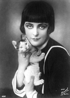 Ruth Weyher, 1920's German silent film actress, with cute kitten and rock'n bob.