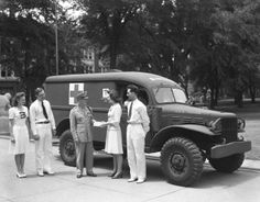 Illinois 4-Hers donated 3 ambulances to the Red Cross during WWII after raising over $4,500.