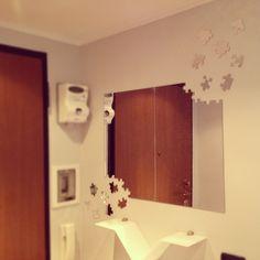 Monia's #house #plexi #plexiglass #perspex #plastica #designtrasparente Specchio di design moderno in plex.