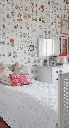 O atrativo do quarto da menina é o papel de parede da marca Eijffinger, trazido da Holanda. Móveis (Secrets de Famille) e almofadas florais (tecido da Entreposto, execução de Kika Chic) arrematam a cena.
