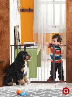 Easily baby proof your home using the Easy Close Munchkin Safety Gate, great for stairs, doorways and halls.