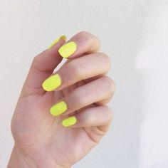 { neon nails }