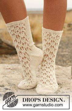Lace Pattern Socks    **free knitting pattern**